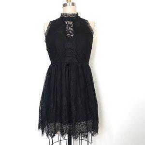 ROMEO + Juliet S black Lace mini dress